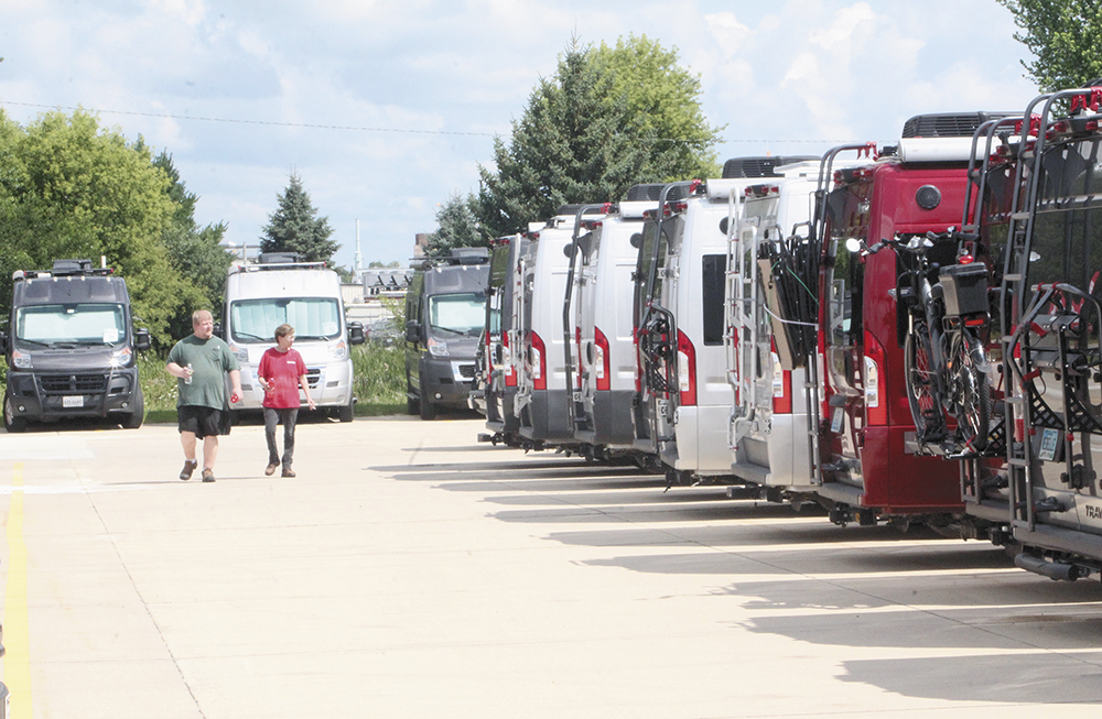 'Winnie B' club visits Charles City Winnebago site