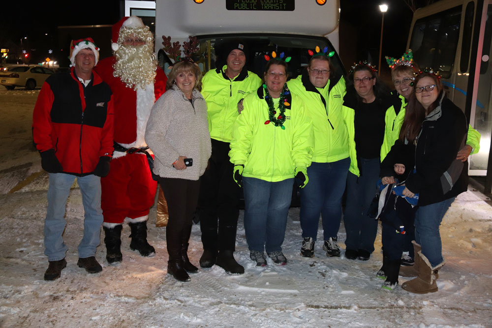 Lighted tour of homes an early Christmas gift for many transit riders
