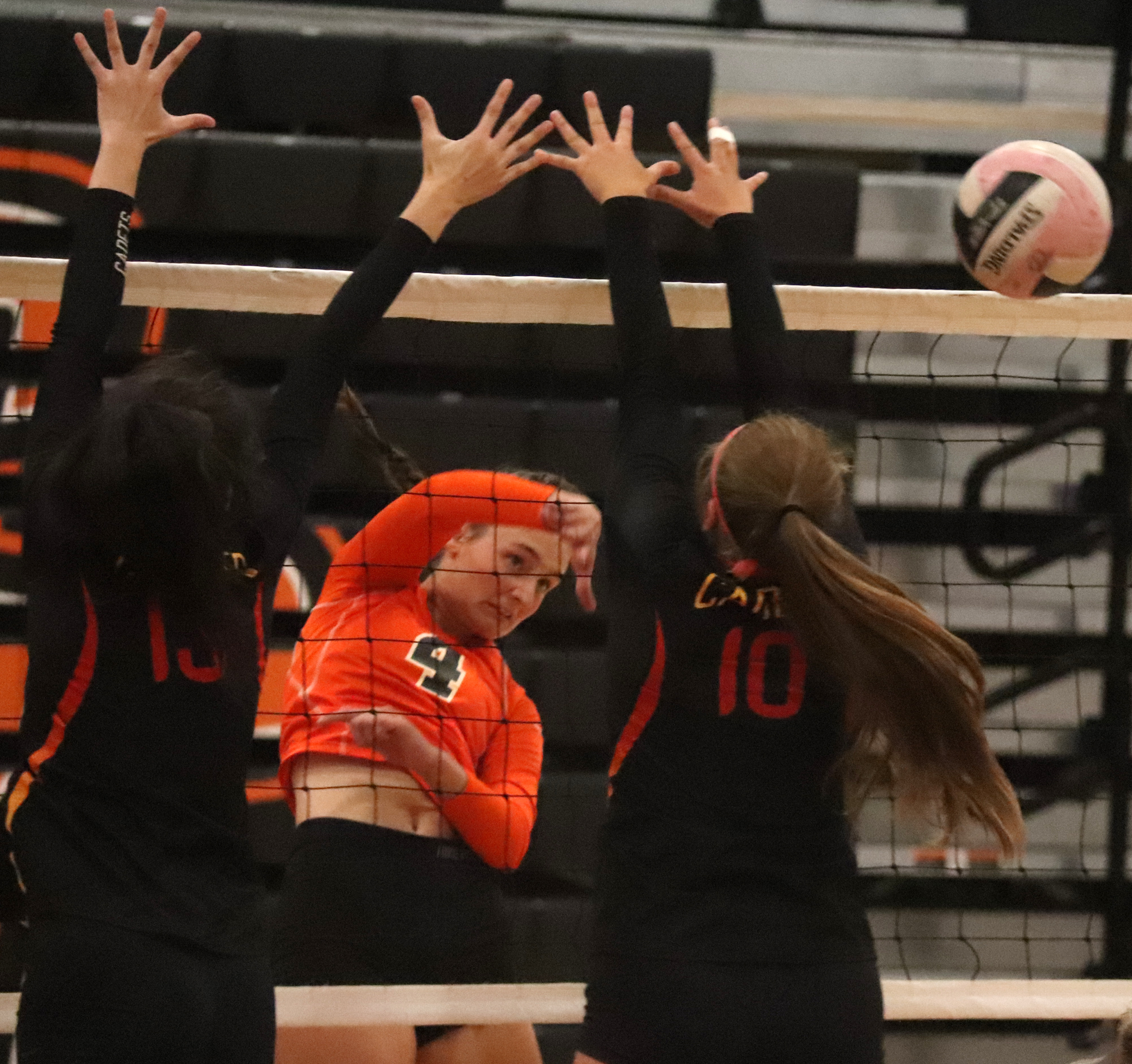 Comets go 2-1 at own volleyball tournament