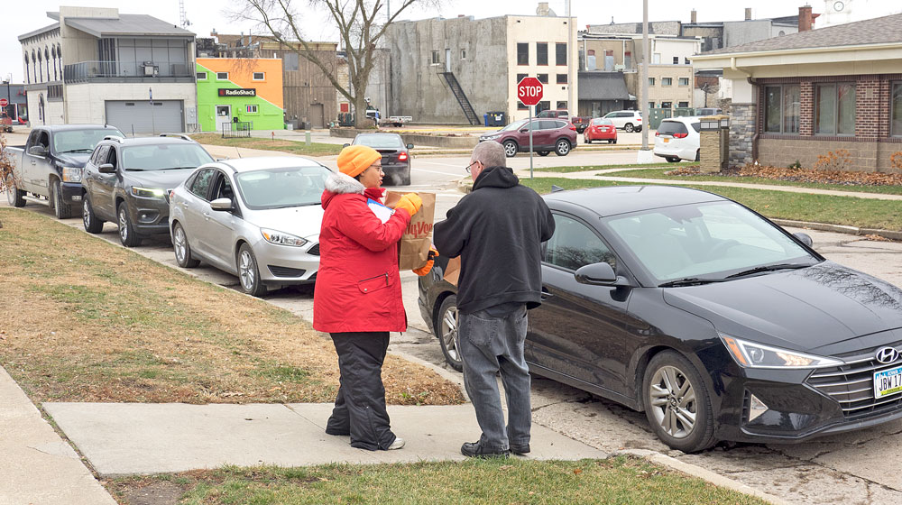 Vehicles queue up for free turkey or pulled pork meals day before Thanksgiving
