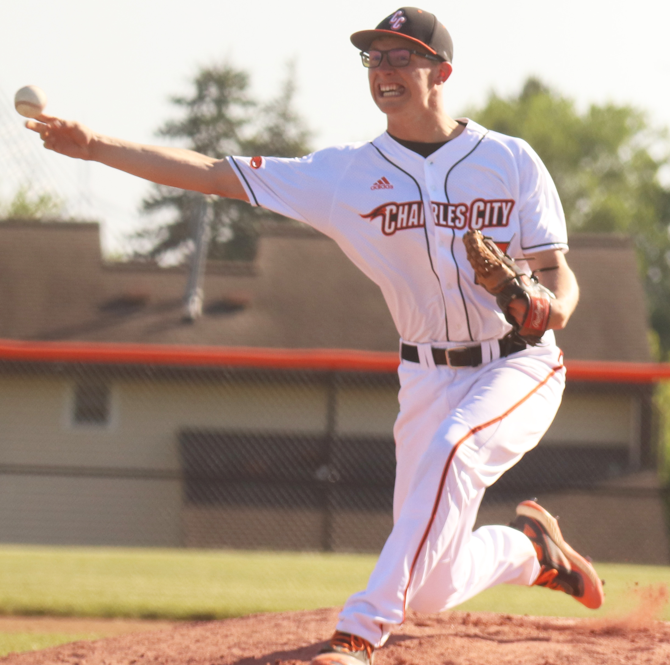 Strong pitching leads Comets to DH sweep of Huskies