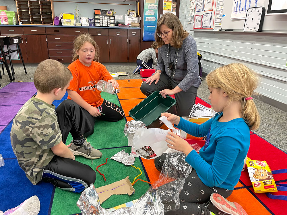 Lincoln Elementary third-graders team up to save model homes from flood